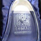 plaket çeşitleri ödül plaketi metal plaket ahşap plaket kazıma plaket kristal plaket gümüş plaket tabak plaket tepsi plaket kutulu plaket kadife kutulu plaketler özel tasarım ödül plaketi kişiye özel plaket